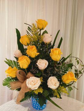 Rosa blanca con amarilla
