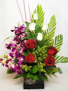 8 rosas con orquideas