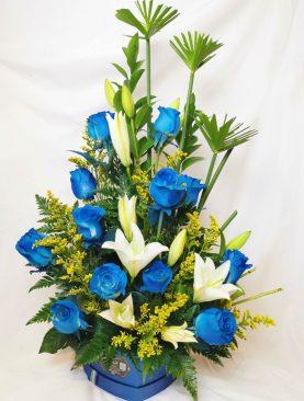 Rosas azules con lirios