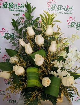 Rosa blanca con orquidea blanco
