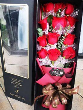 Amor Profundo 12 rosas caja larga