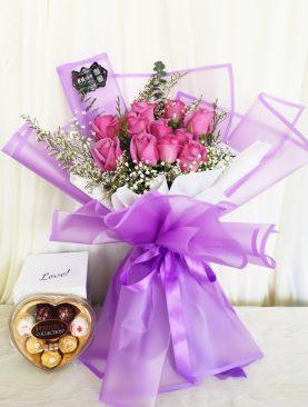 Ramo rosa lila con chocolate